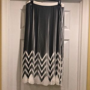 Banana Republic pleated zig zag skirt